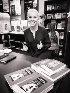 Cécile Coulon au salon du livre de Paris 2015