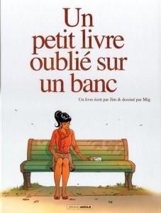 aaa couv un petit livre oublié sur un banc